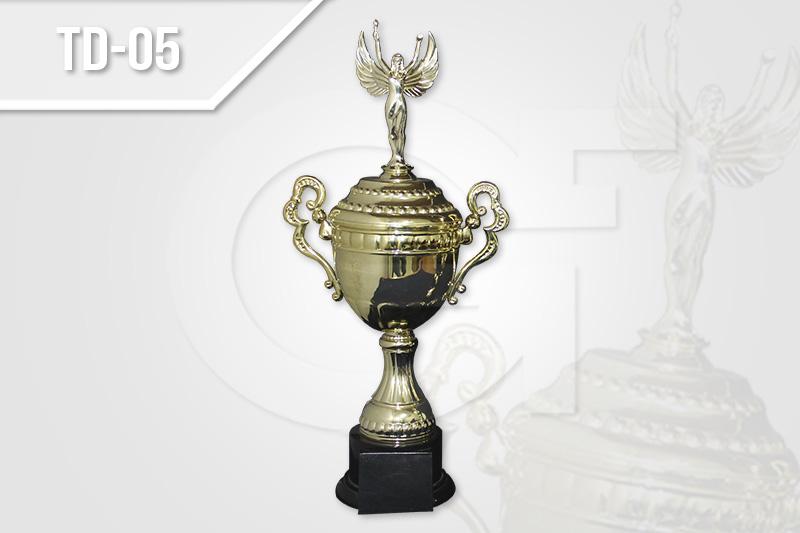 Trofeos para premiación y reconocimiento deportivos en Medellín